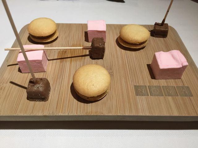 macarons-de-almendra-nubas-y-chocolate-cortesia-de-la-casa